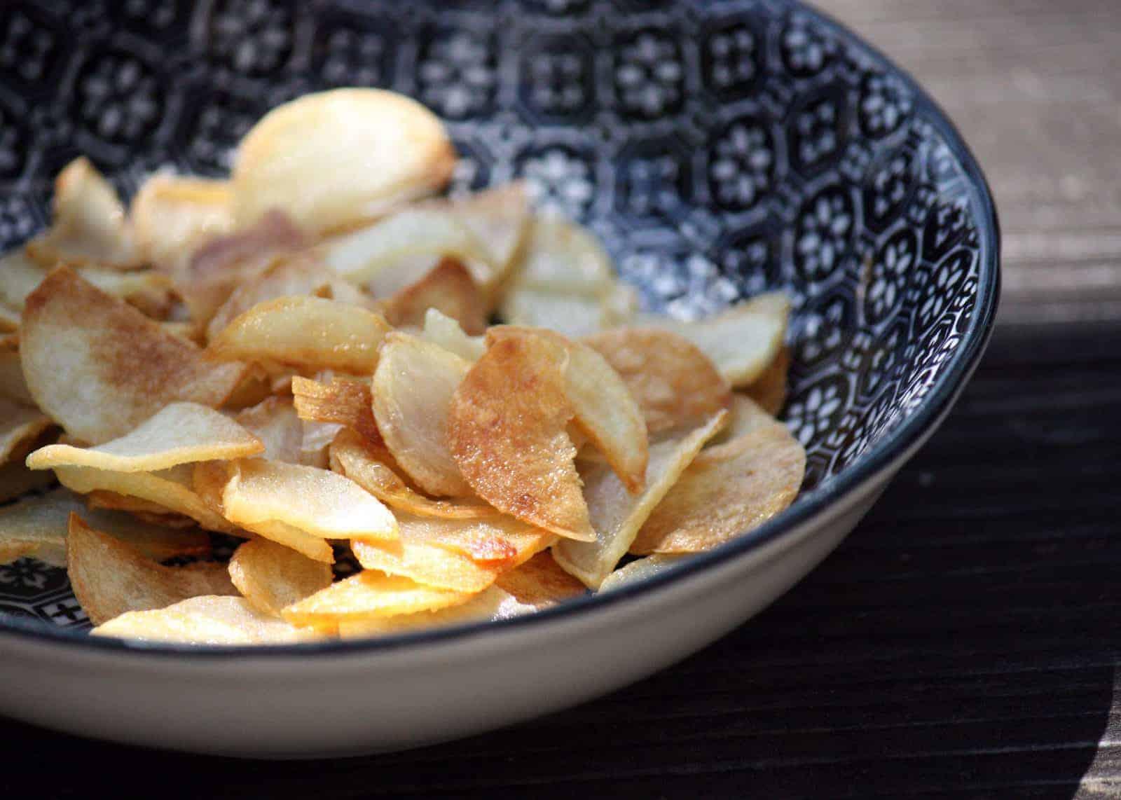 knoblauch chips raffinierte knuspriger knoblauch snack. Black Bedroom Furniture Sets. Home Design Ideas
