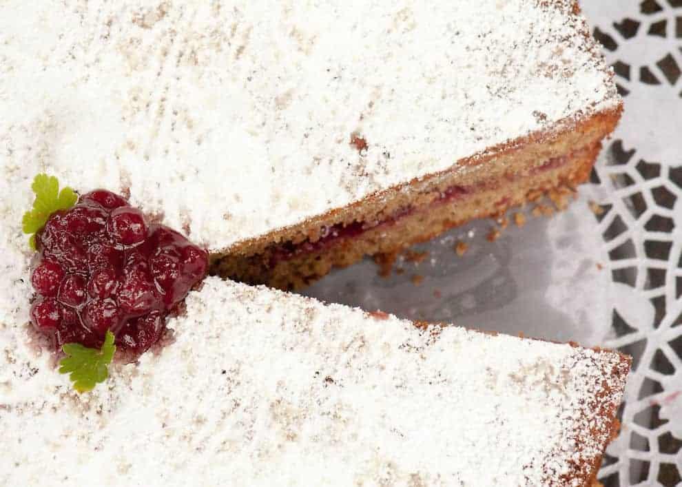 Ladinischer Buchweizenkuchen Mit Preiselbeermarmelade