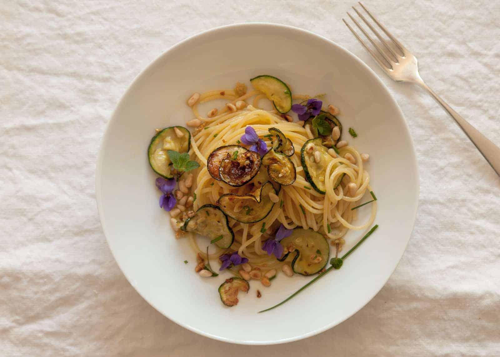 Spaghetti con Zucchine e Pinoli