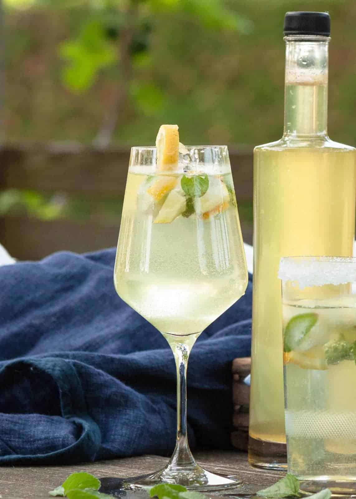 Hugo, das Kultgetränk des Sommers und der Jüngling unter den Cocktails