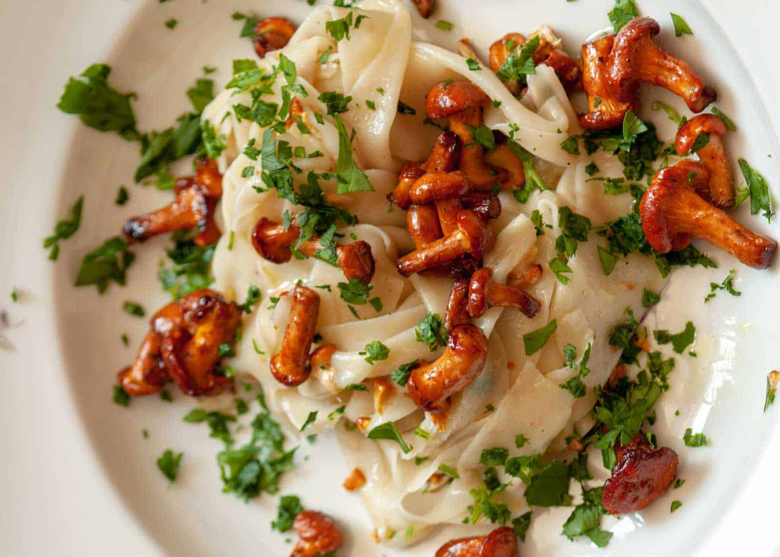 Ribbon noodles with chanterelles recipe