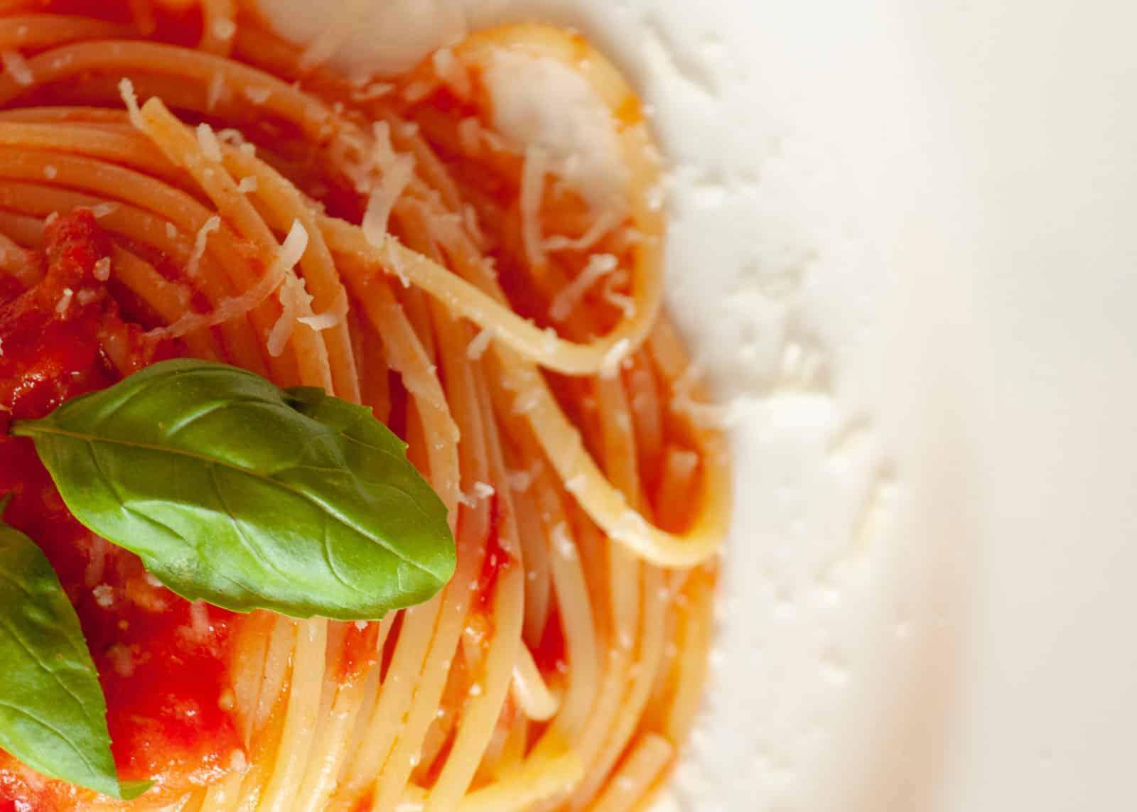 Spaghetti mit sugo di pomodoro