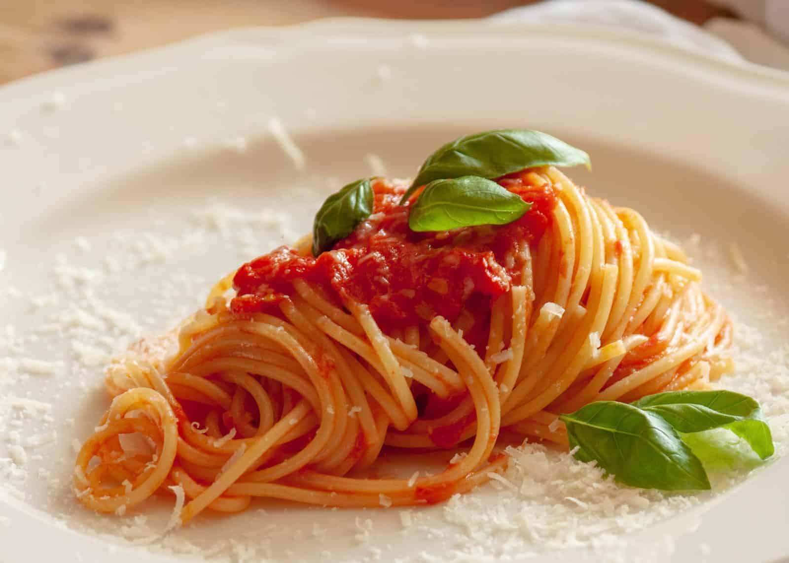 Spaghetti mit Tomatensauce