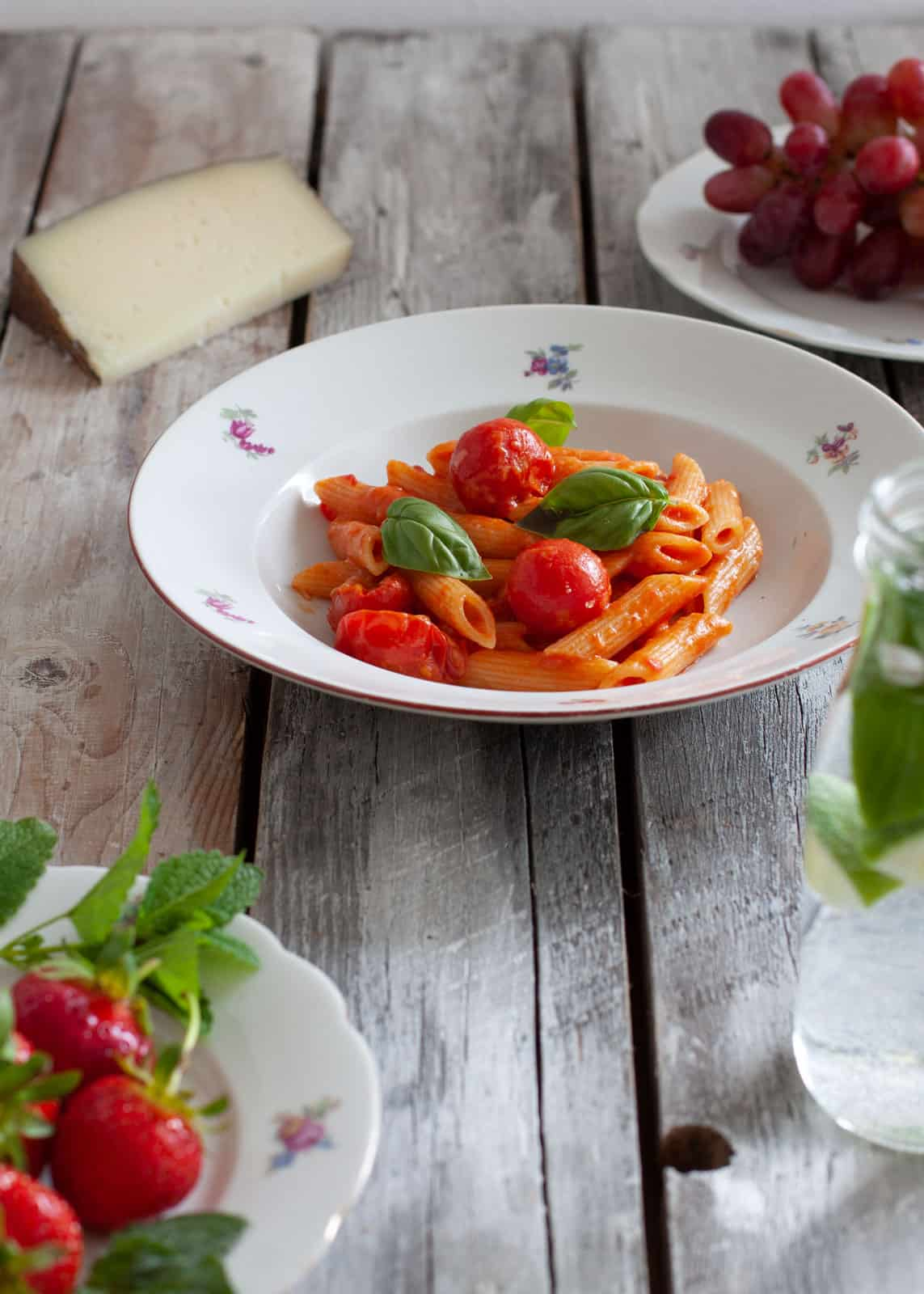 Pasta allo scarpariello - tomatoes