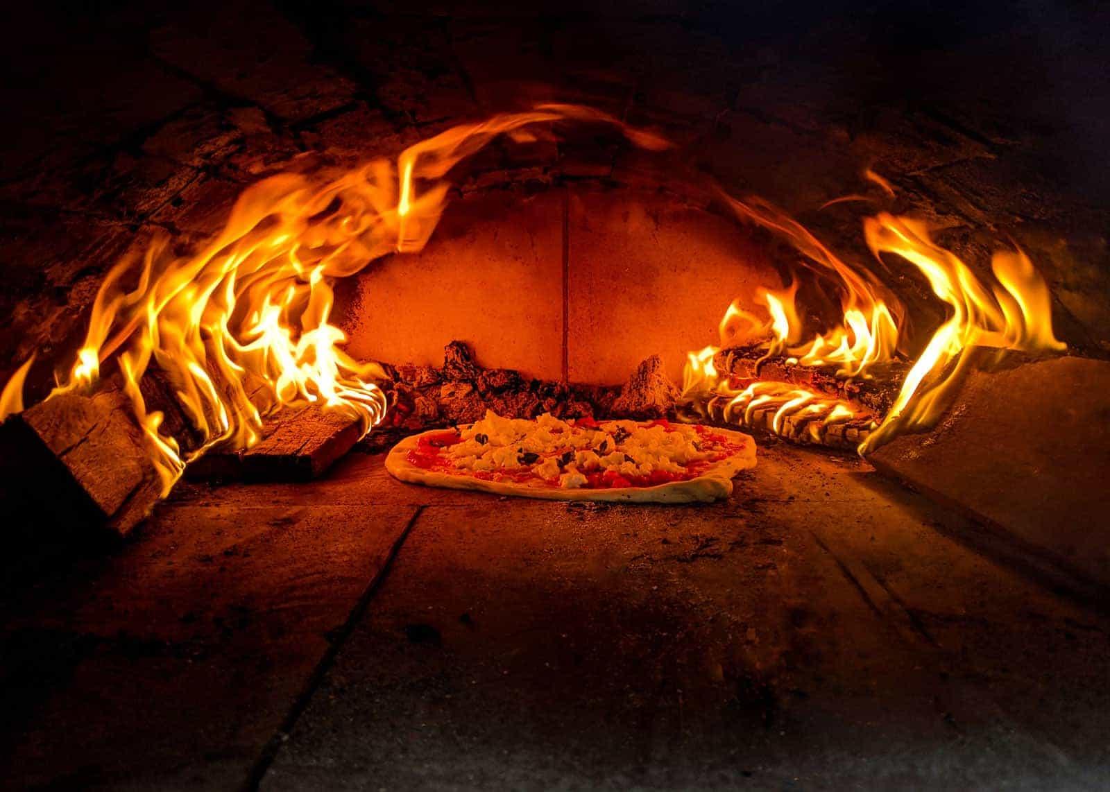 Pizza-Holzofen Bau